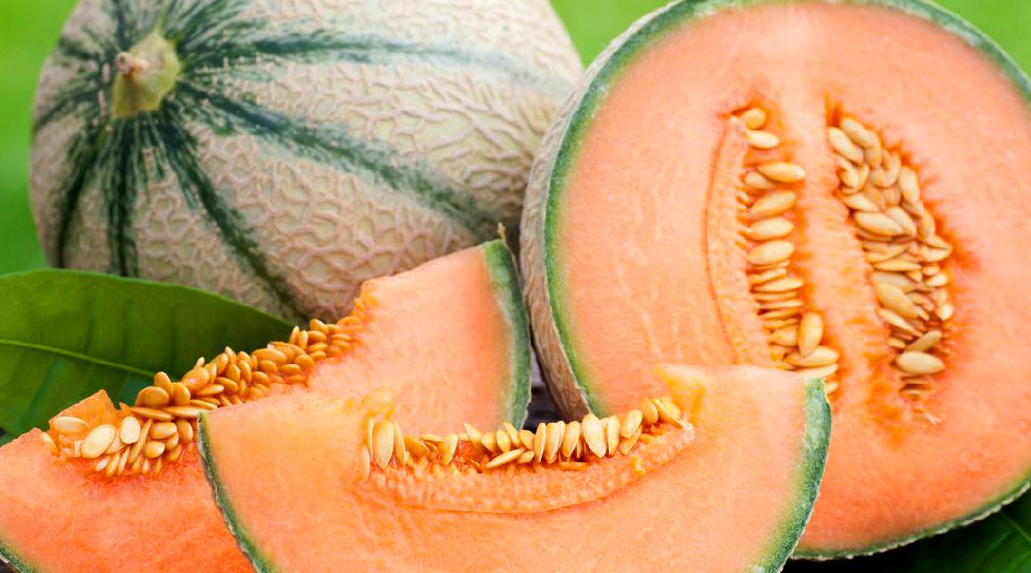 Proprietà benefiche del Melone: smaltisce il grasso, da energia, elimina lo stress e aiuta ad abbronzarsi.